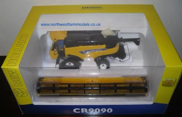 1/32 Universal Hobbies New Holland CR9090 Combine Harvester (Dealer Box)