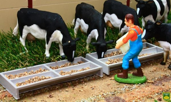 BRUSHWOOD TOYS 1:32 SCALE BT3059 FEED TROUGHS X 2