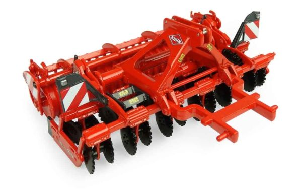 UNIVERSAL HOBBIES 5218 1:32 SCALE KUHN CD 3020 DISC HARROWS