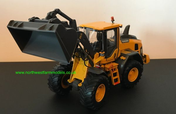 AT COLLECTIONS 1:32 SCALE VOLVO L60H LOADING SHOVEL - AGRICULTURAL TYRES