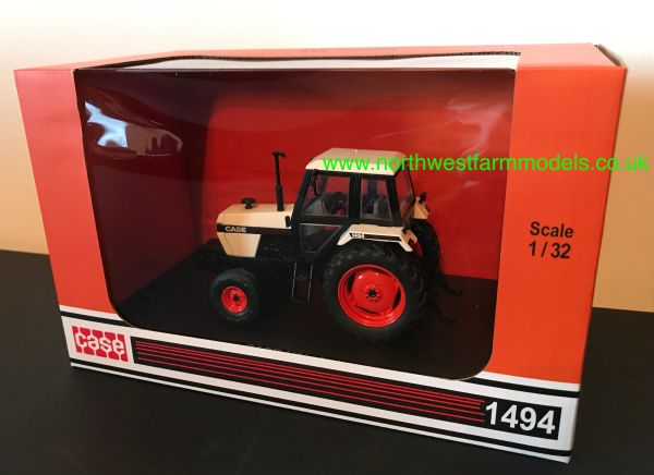 UNIVERSAL HOBBIES 4280 1:32 SCALE CASE 1494 2WD (1983)