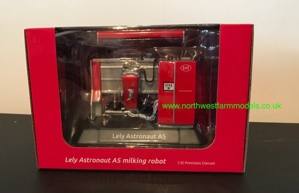 AT COLLECTIONS 1:32 SCALE LELY A5 ASTRONAUT (RMS) ROBOT MILKING MACHINE