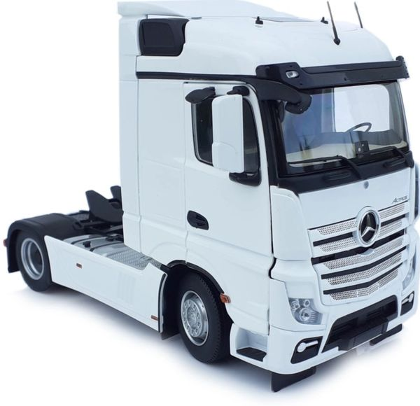MARGE MODELS 1907-01 1:32 SCALE MERCEDES-BENZ ACTROS STREAMSPACE 4x2 WHITE