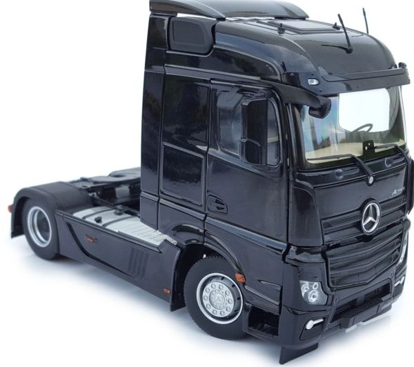 MARGE MODELS 1907-02 1:32 SCALE MERCEDES-BENZ ACTROS STREAMSPACE 4x2 BLACK