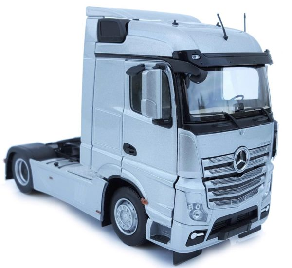 MARGE MODELS 1907-03 1:32 SCALE MERCEDES-BENZ ACTROS STREAMSPACE 4x2 SILVER