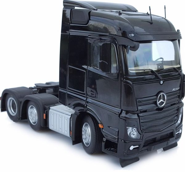 MARGE MODELS 1908-02 1:32 SCALE MERCEDES-BENZ ACTROS STREAMSPACE 6x2 BLACK