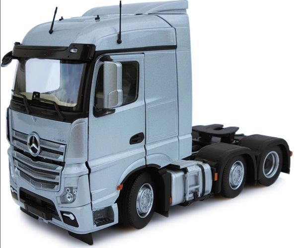 MARGE MODELS 1908-03 1:32 SCALE MERCEDES-BENZ ACTROS STREAMSPACE 6x2 SILVER