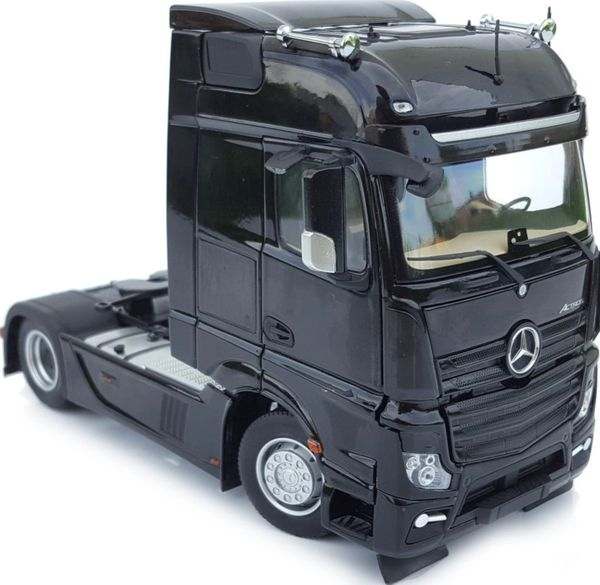 MARGE MODELS 1909-02 1:32 SCALE MERCEDES-BENZ ACTROS BIGSPACE 4x2 BLACK