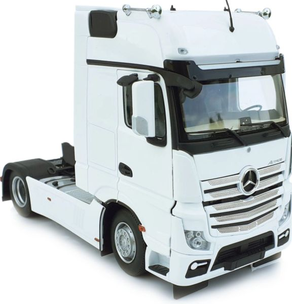 MARGE MODELS 1911-01 1:32 SCALE MERCEDES-BENZ ACTROS GIGSPACE 4x2 WHITE