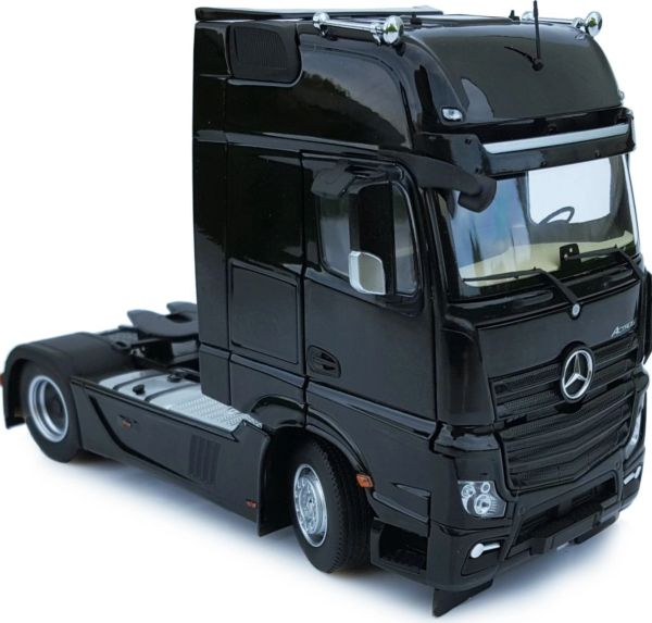 MARGE MODELS 1911-02 1:32 SCALE MERCEDES-BENZ ACTROS GIGSPACE 4x2 BLACK