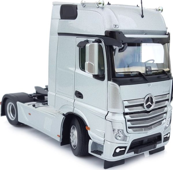 MARGE MODELS 1911-03 1:32 SCALE MERCEDES-BENZ ACTROS GIGSPACE 4x2 SILVER