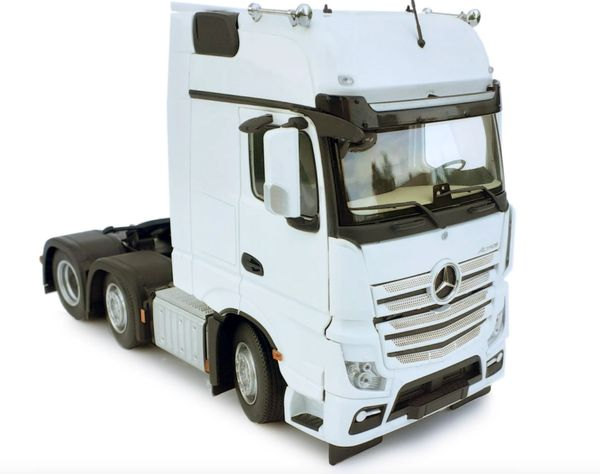 MARGE MODELS 1912-01 1:32 SCALE MERCEDES-BENZ ACTROS GIGSPACE 6x2 WHITE