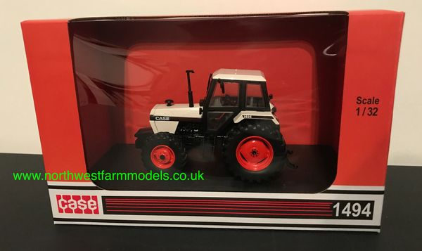 UNIVERSAL HOBBIES 6208 1:32 SCALE CASE 1494 4WD