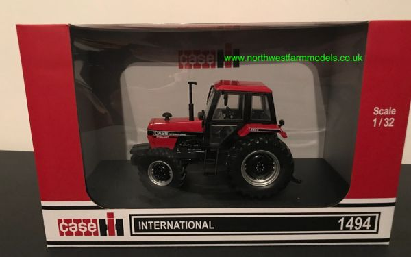 UNIVERSAL HOBBIES 6210 1:32 SCALE CASE INTERNATIONAL 1494 4WD (1984)