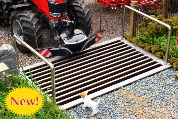 BRUSHWOOD TOYS 1:32 SCALE CATTLE GRID FARM DIORAMA *NEW* BT3062