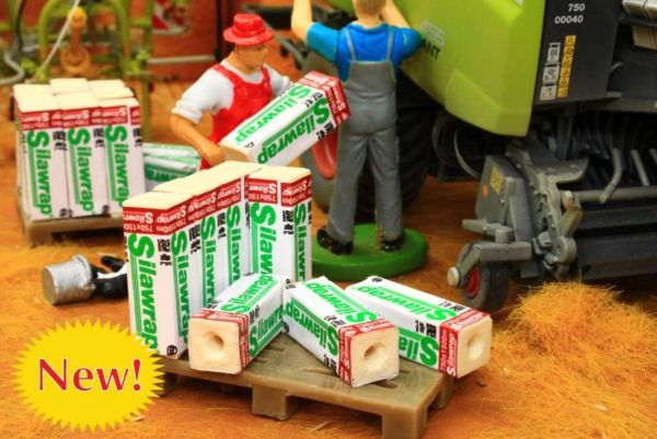 BRUSHWOOD TOYS 1:32 SCALE PALLET OF BALE WRAP FARM DIORAMA *NEW* BT3060