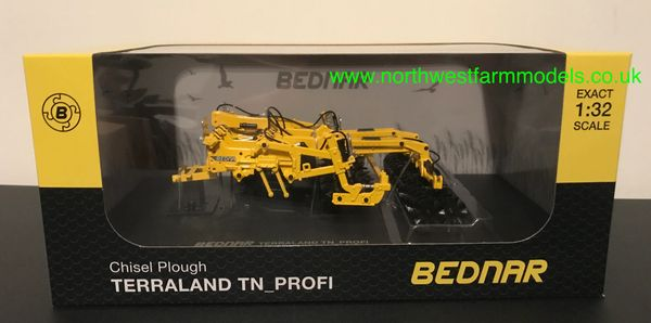 UNIVERSAL HOBBIES 6217 1:32 SCALE BEDNAR TERRA-LAND PROFI CHISEL PLOUGH