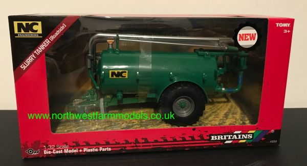 BRITAINS 43253 1:32 SCALE NC 2500 GALLON SLURRY TANKER ROADSIDE (GREEN)