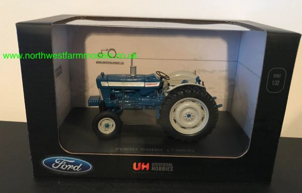UNIVERSAL HOBBIES 2808 1:32 SCALE FORD 5000