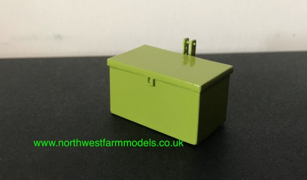 1:32 SCALE TOOLBOX ATTACHMENT CLAAS GREEN