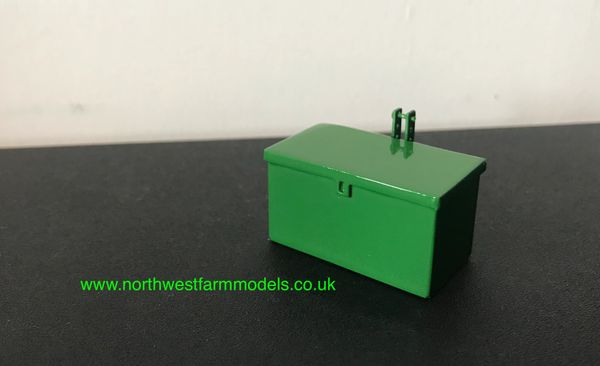 1:32 SCALE TOOLBOX ATTACHMENT JOHN DEERE GREEN