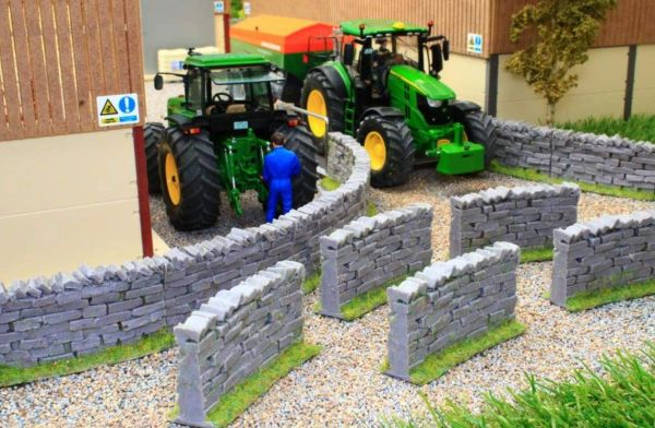 BRUSHWOOD TOYS BT3020 1:32 SCALE CURVED WALL SECTIONS