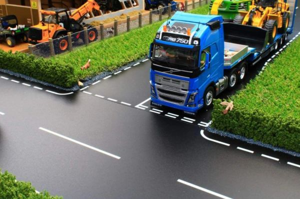 BRUSHWOOD TOYS BT3011 1:32 SCALE MAIN ROAD T JUNCTION