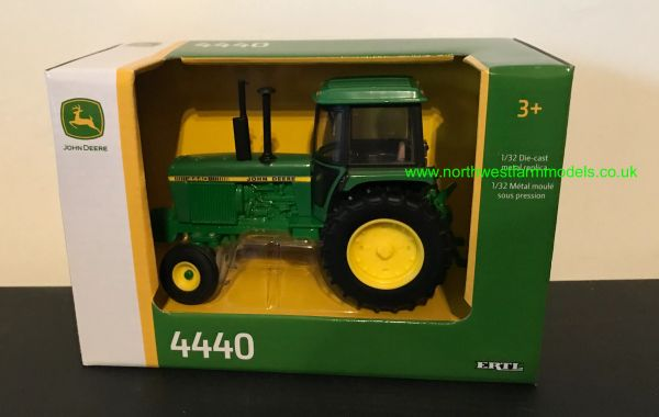 ERTL 45548 1:32 SCALE JOHN DEERE 4440 2WD WITH CAB