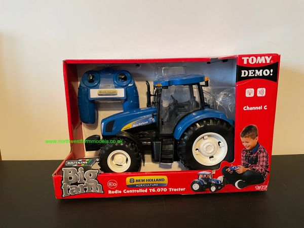 BRITAINS 1:16 SCALE NEW HOLLAND T6.070 REMOTE CONTROL TRACTOR