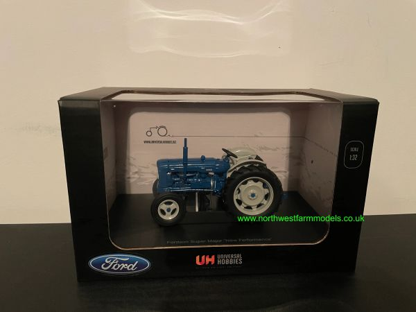 """UNIVERSAL HOBBIES 4880 1:32 SCALE FORDSON SUPER MAJOR """"NEW PERFORMANCE"""" (1964)"""