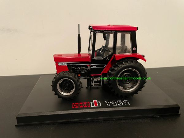 REPLICAGRI 1:32 SCALE CASE INTERNATIONAL 745 S (BLACK AND RED)