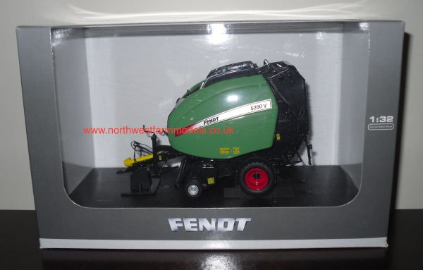 UH4014 UNIVERSAL HOBBIES 1/32 SCALE FENDT 5200V ROUND BALER