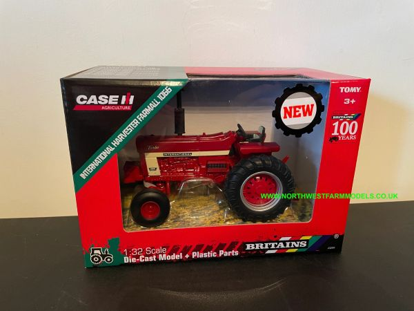 BRITAINS FARM 43294 1:32 SCALE INTERNATIONAL HARVESTER 1066 2WD