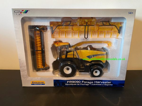 BRITAINS 1:32 SCALE NEW HOLLAND FR9090 FORAGE HARVESTER WITH GRASS AND MAIZE HEADER