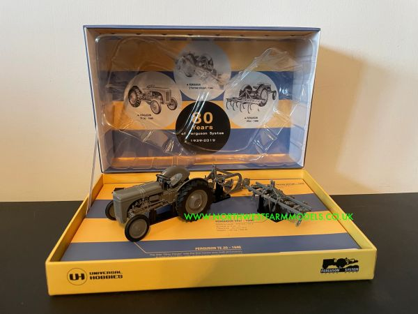UNIVERSAL HOBBIES 6238 1:32 SCALE FERGUSON TE WITH IMPLEMENTS (LIMITED EDITION)