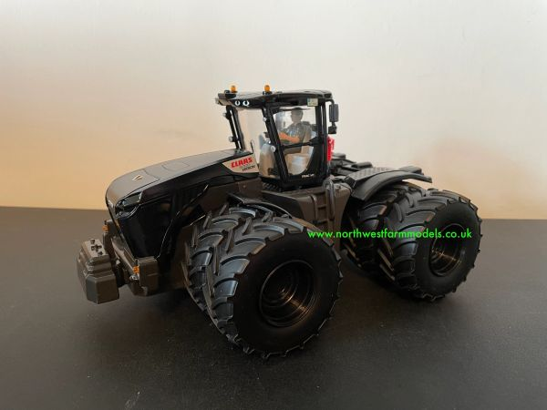 SIKU CONTROL 1:32 SCALE CLAAS XERION 5000 WITH DUAL WHEELS LIMITED EDITION (REMOTE CONTROL)