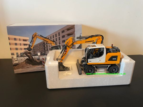 AT COLLECTIONS 1:32 SCALE LIEBHERR A916 WHEELED EXCAVATOR - MITAS VERSION