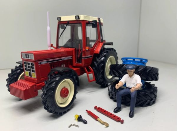 REPLICAGRI 1:32 SCALE IH 1056 XL WITH REMOVABLE DUAL WHEELS