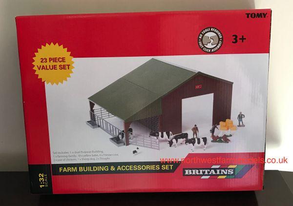 43139A1 BRITAINS FARM BUILDING AND ACCESSORIES SET (23 PIECES)