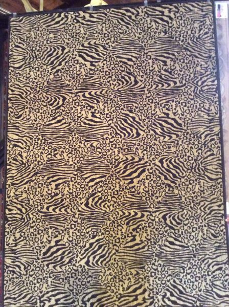 Animal pattern 8x11 machinemade rug