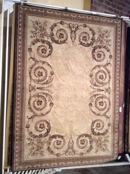 Elegant Victorian design 5x8 machine-made rug