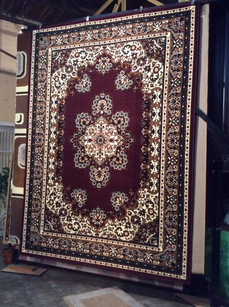 Cranberry persian design 8x11 machinemade rug