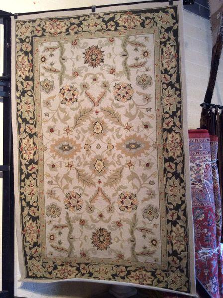 Agra Hooked wool 5x8 rug