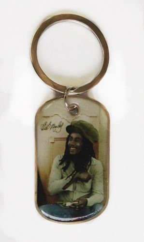 BOB MARLEY SITTING PICTURE' METAL KEYCHAIN .. NEW AND IN A PACKAGE