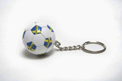 SWEDEN COUNTRY FLAG FIFA SOCCER WORLD CUP BALL KEYCHAIN .. NEW AND IN A PACKAGE