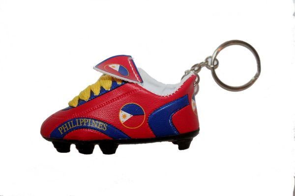 PHILIPPINES COUNTRY FLAG SHOE CLEAT KEYCHAIN .. NEW AND IN A PACKAGE