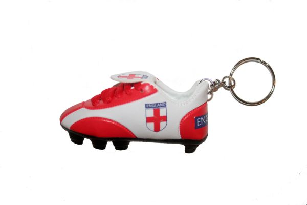 ENGLAND COUNTRY FLAG SHOE CLEAT KEYCHAIN .. NEW AND IN A PACKAGE