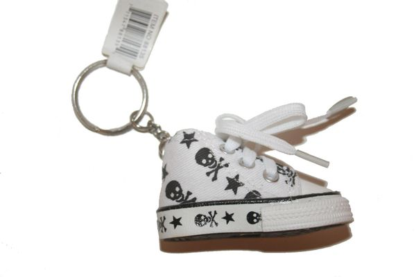 SKULL WITH BONES WHITE SHOE CLEAT KEYCHAIN .. NEW AND IN A PACKAGE