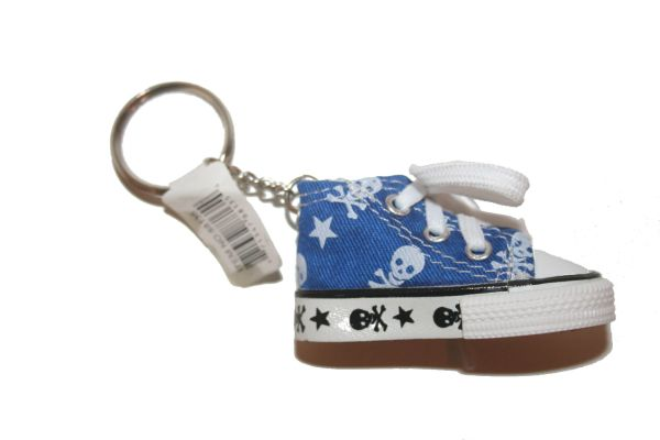 SKULL WITH BONES BLUE SHOE CLEAT KEYCHAIN .. NEW AND IN A PACKAGE