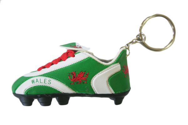 WALES COUNTRY FLAG SHOE CLEAT KEYCHAIN .. NEW AND IN A PACKAGE